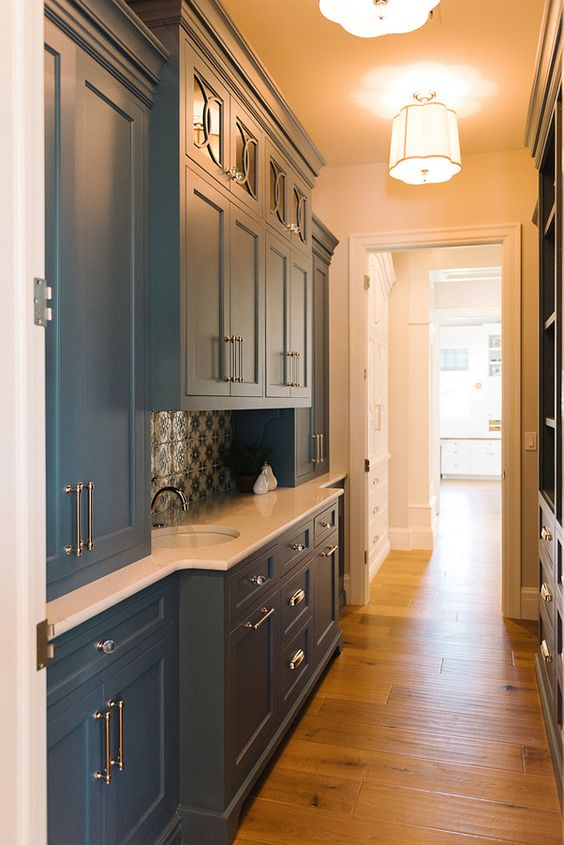 Benjamin Moore kitchen cabinet colour Philipsburg Blue